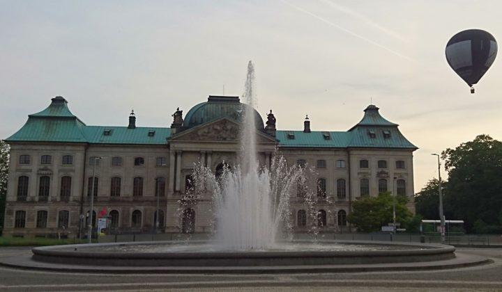 Japanisches Palais Sommerabendstimmung mit Heißluftballon, Dresden-Neustadt